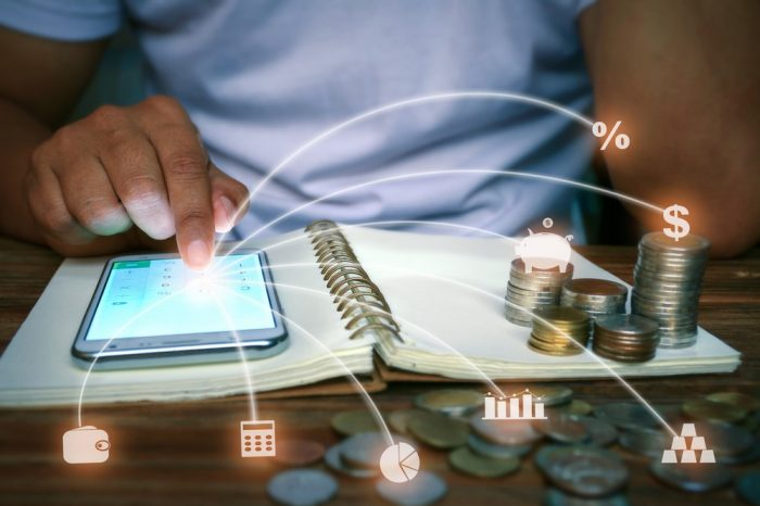 Struggling With Saving Money? Consider These 5 Money-Saving Apps