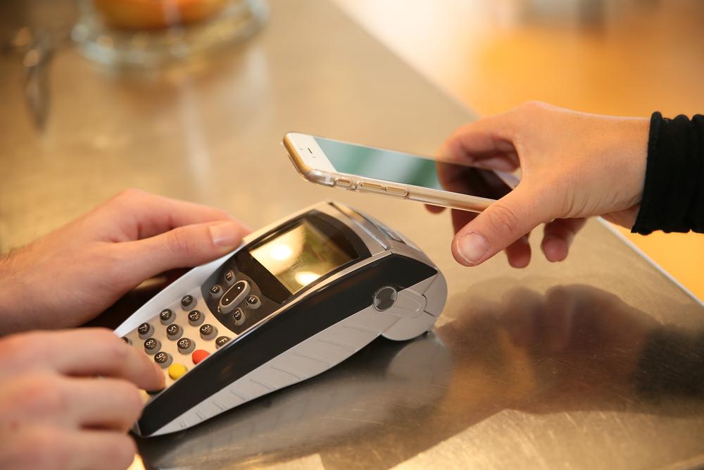 Regulators Recommend Mobile Payments To Prevent Coronavirus Exposure